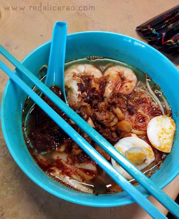 Food lover, foodgasm, Malaysian Cuisine, Malaysian Food, Best food in Malaysia, Travel to Malaysia, What to eat in Malaysia, Chicken Fried Mee, Mee, Mee hoon, Food bloggers in Pakistan, tofu, Yee Mee, Laksa