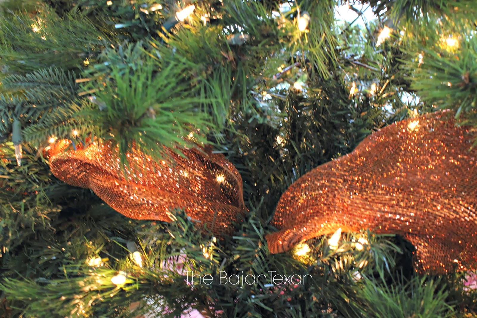 Christmas tree decorating with burlap and deco mesh craft outlet - Deco Mesh Ribbon On Christmas Tree How To Decorate A Christmas Tree Holiday Series