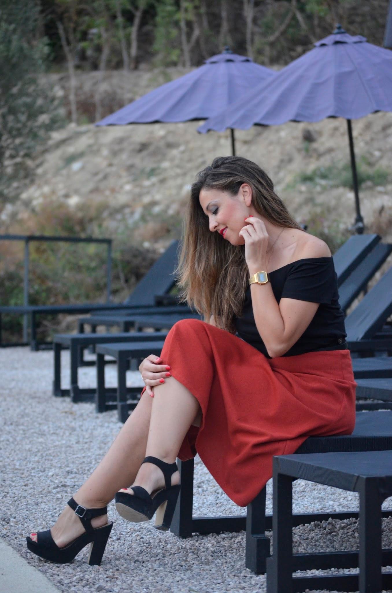 Look sentada falda midi