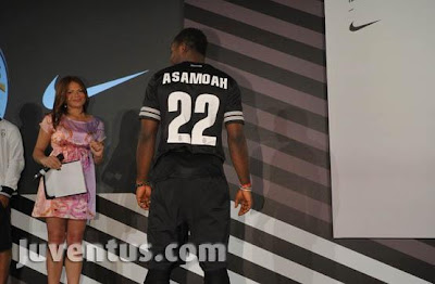 Jersey Terbaru Juventus Musim 2012/2013 Home Away