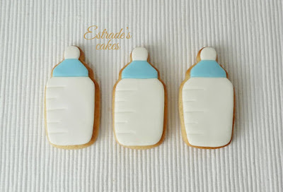 galletas de biberones de bebe en azul, hechas con fondant