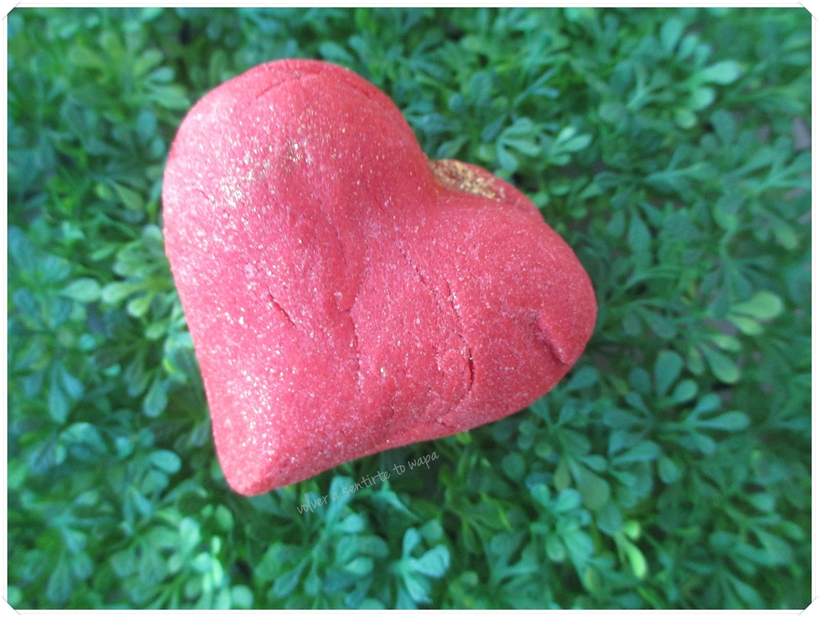 LOTS OF LOVE de LUSH - Burbuja de Baño Heart Throb