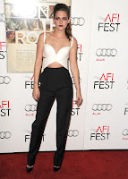 Kristen Stewart strikes a pose on the red caarpet