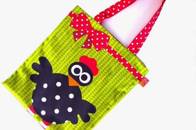 http://www.motifpersonnel.com/tissus-personnalises/latcho-drom/kit-a-coudre-tote-bag-poule-et-lapin-par-latcho-drom.html