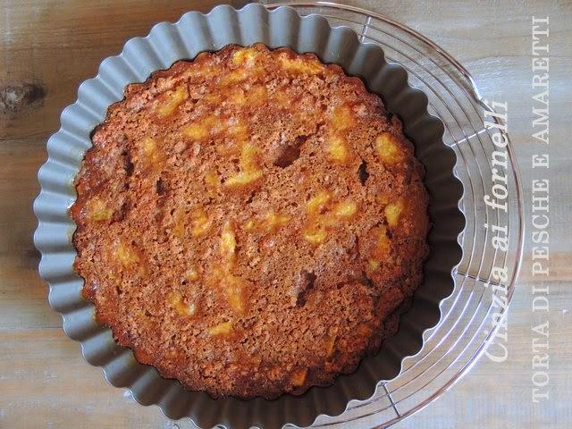 torta con pesche e amaretti