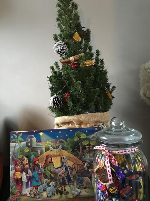 Advent calendar, Christmas tree, nativity