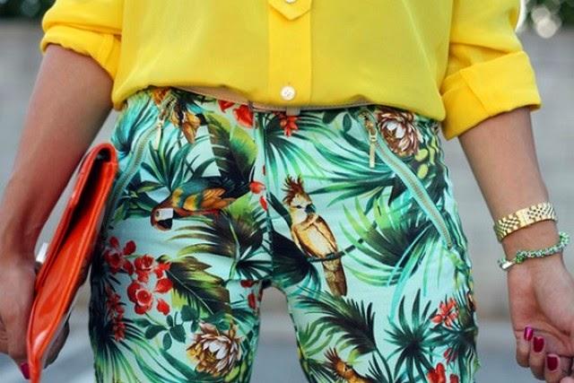 Ousadia nas cores: Amarelo e estampa tropical