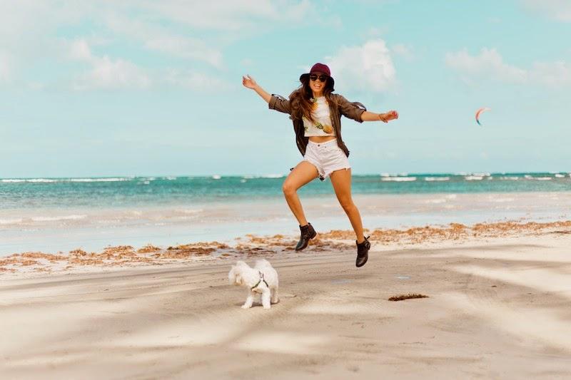 fashion, miami fashion, miami fashion blogger, fashion bloggers, daniela ramirez, nany's klozet,pineapple top, burgundy hat, denim shorts, chiki, maltese puppy, puerto rico
