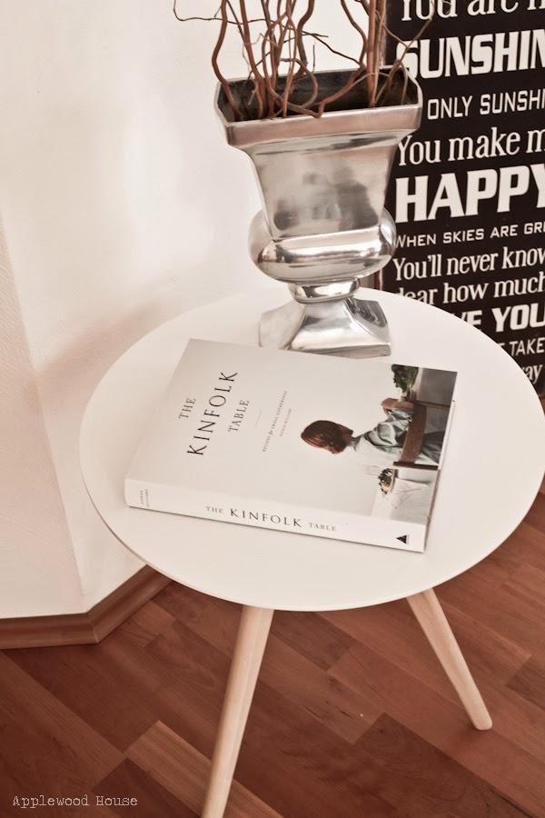 Tisch Westwing Kinfolk Buch
