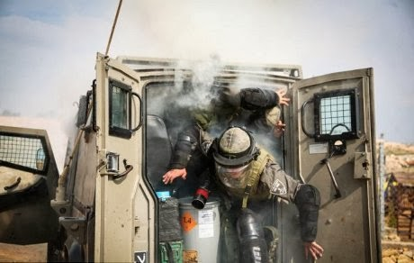 Gas air mata meledak di van baja
