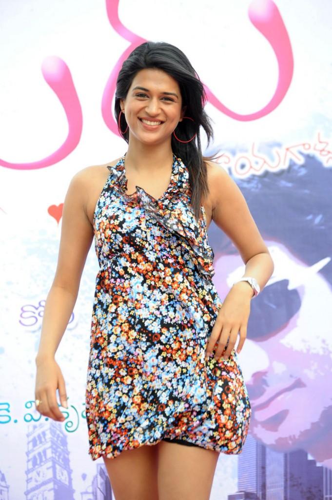 http://4.bp.blogspot.com/-qT2X5ctLrCE/TgtWuYU2hNI/AAAAAAAAbZE/KMyTI7yKgCU/s1600/mugguru+movie+actress+shraddha+Das+6.jpg