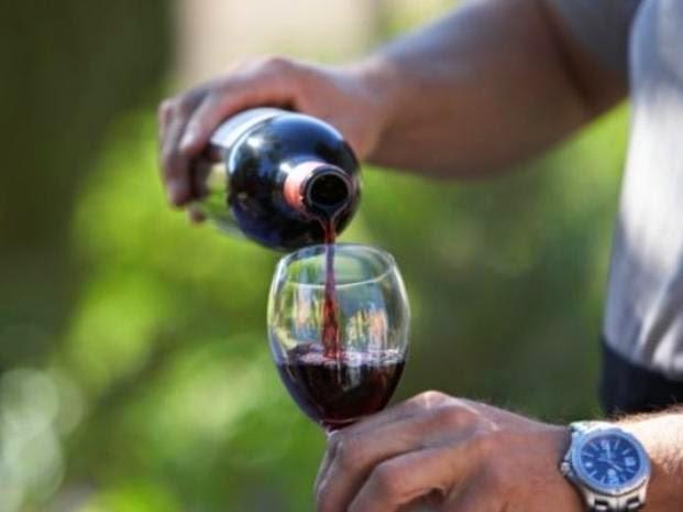 Tomar vino es mejor que ir al gimnasio