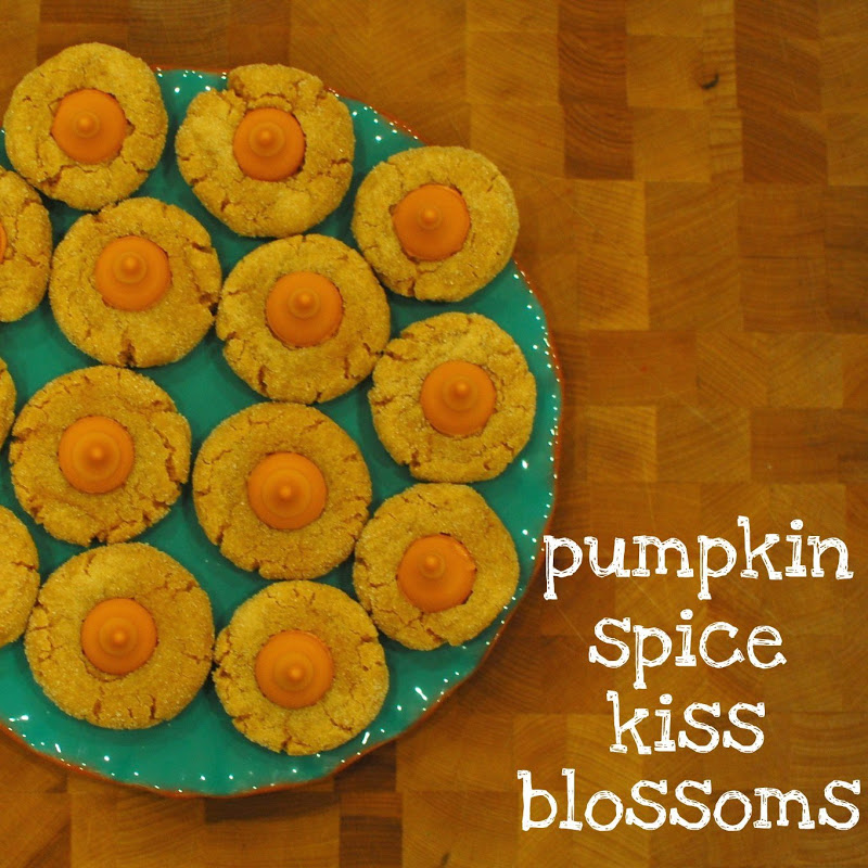Jess Loves Cupcakes: Pumpkin Spice Kiss Blossoms