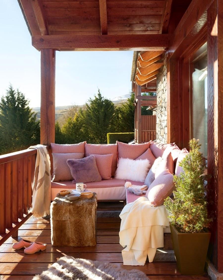 wystrój wnętrz, wnętrza, urządzanie mieszkania, dom, home decor, dekoracje, aranżacje, dom drewniany, domek w górach, chatka, drewniane skosy, drewniane belki, balkon