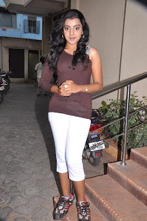 Divya Nagesh  Young Teenage Beauty with huge  WOW