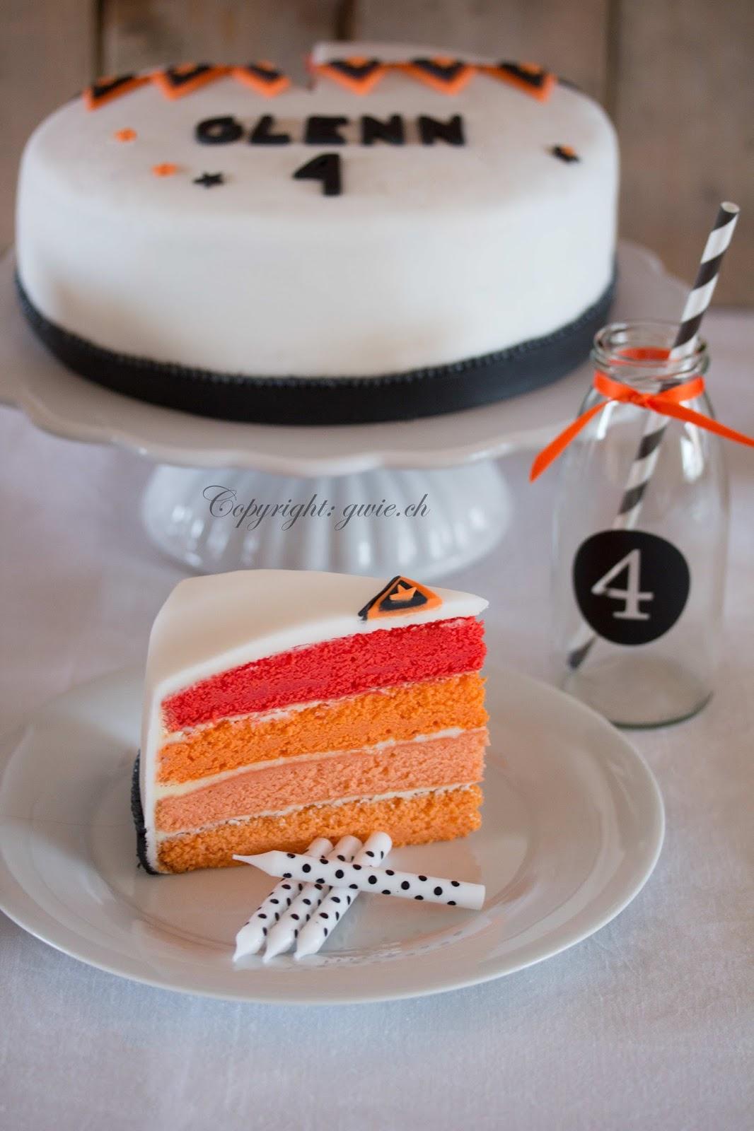 g wie genuss, oranges velvet cake, velvet cake, milchflasche auf sweet table, schwarz weisser sweet table, schwarz weiss, weisse kerzen mit punkten, fondant torte, glenn