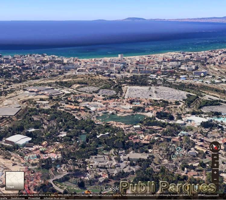 Vista de PortAventura con el mar al fondo
