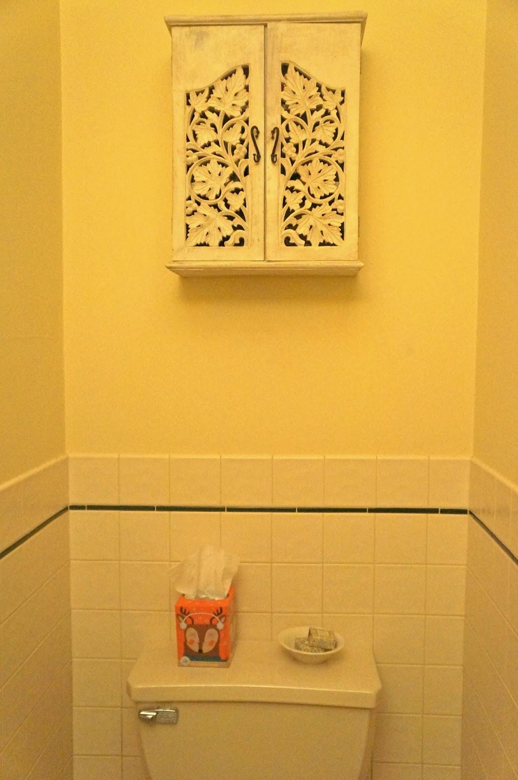Hardly Housewives: Beadboard Ceilings for a Half-Bathroom
