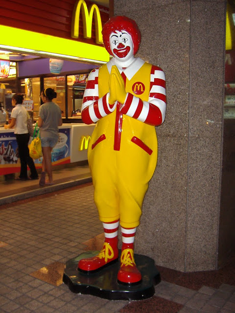 Ronald McDonalds in Thai Greetings, SA-WAT- DEE-KRAP (Hello) with both hands together and slightly bow your head in Thailand culture