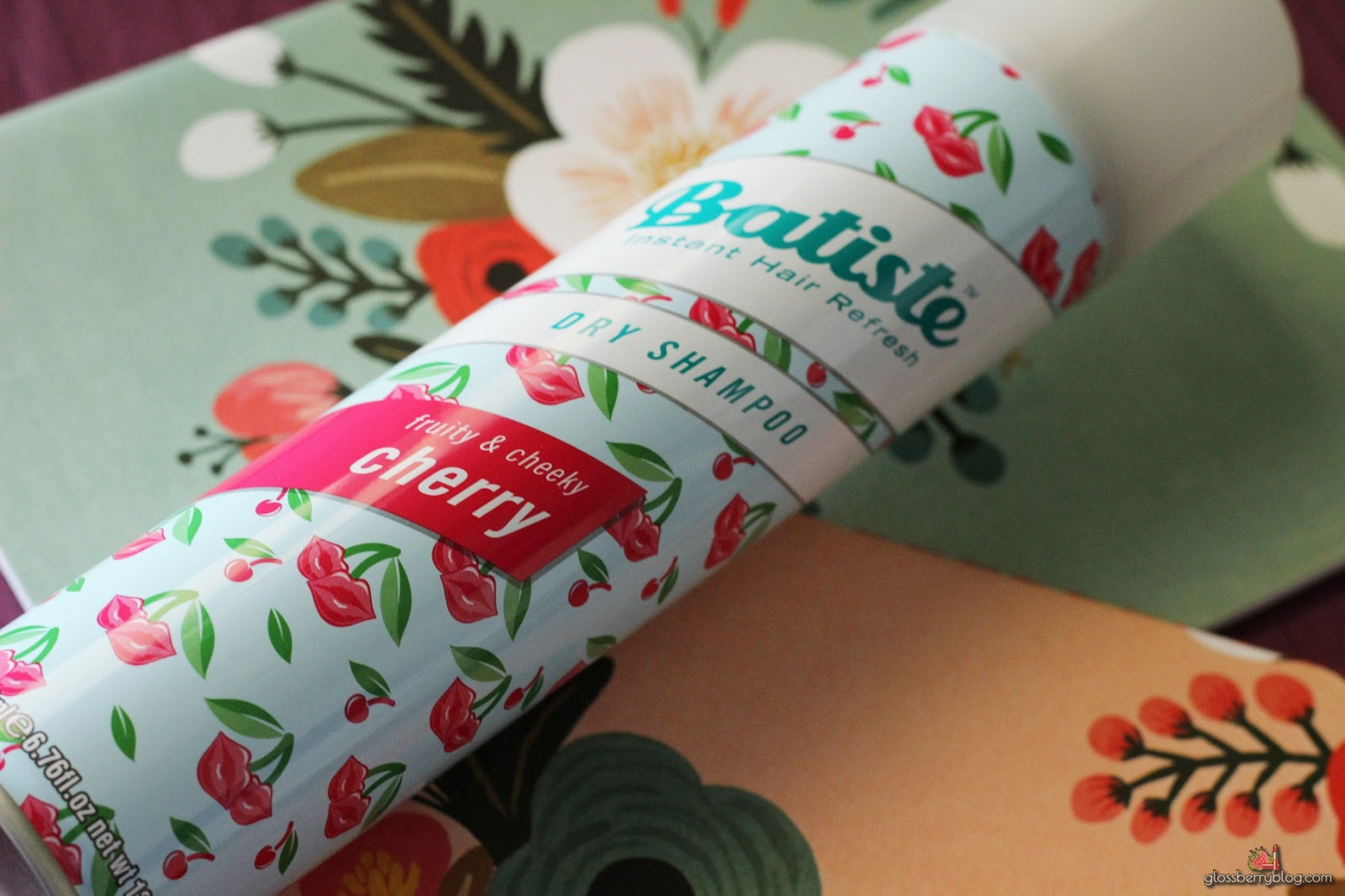Batiste - Dry Shampoo - Fruity and Cheeky Cherry review סקירה המלצות שמפו יבש בטיסט דובדבן גלוסברי בלוג איפור וטיפוח