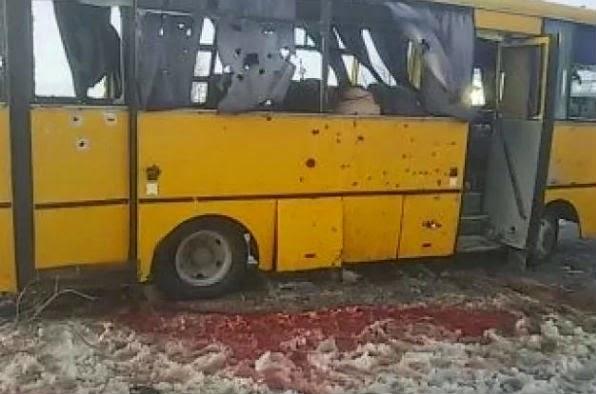 В Донецкой области террористы расстреляли ракетами пассажирский автобус, погибло 11 человек