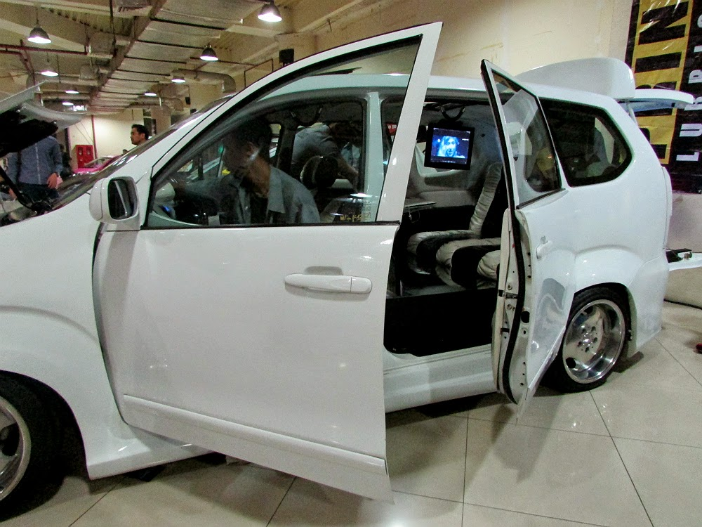 Modifikasi Toyota Avanza Bergaya Limousine Elegan Plus Full Multimedia