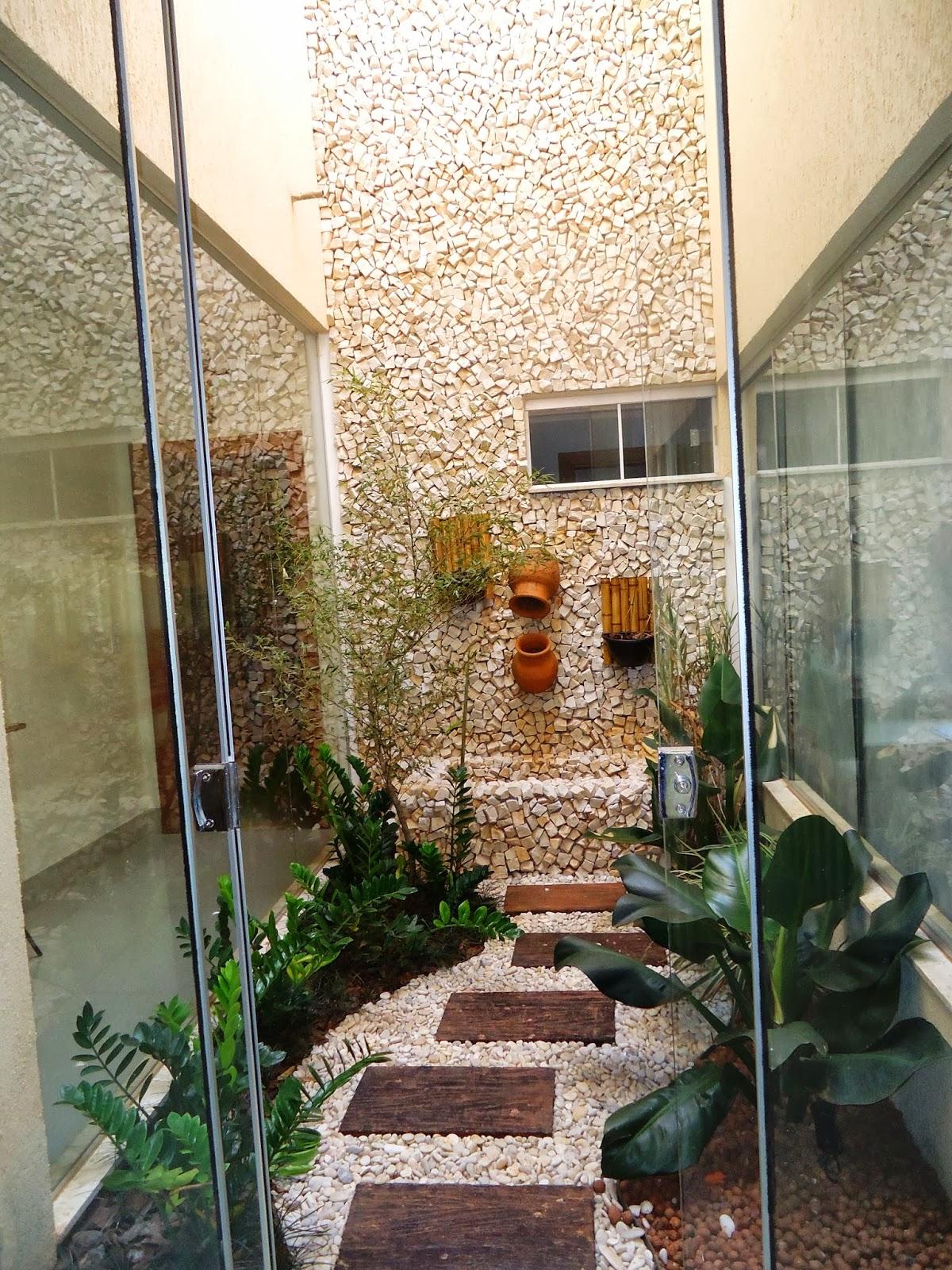 Jardim de Inverno: além da criação de uma cascata usando potes de  #916F3A 1200 1600