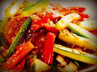 Pollo relleno de hongos y verduras en salsa chi jau kay