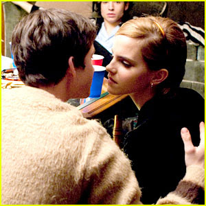 Alerte: inceste! Emma%2BWatson%2Bkiss%2BLogan%2BLerman