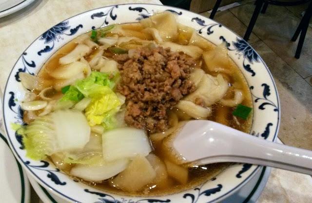 Sopa de tallarines caseros, en el restaurante chino de Plaza de España