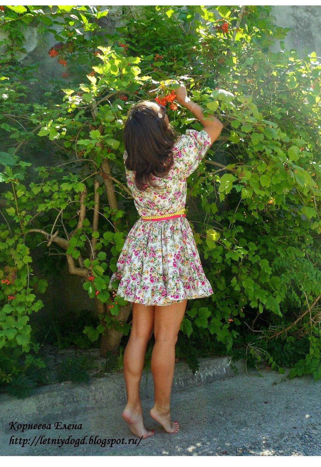 яркое хлопковое летнее платье с декольте на резинке