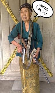 Nenek nenek keren banget