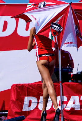 Attut Spor : FORMULA 1 VE MOTOGPNİN EN SEKSİ PİT KIZLARI - 3
