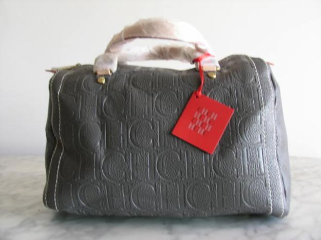 Bolsa Carolina Herrera copia, la original no tiene esa etiqueta, y el asa con plastico jamás