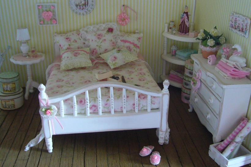 minis make me happy shabby chic bedroom. Black Bedroom Furniture Sets. Home Design Ideas