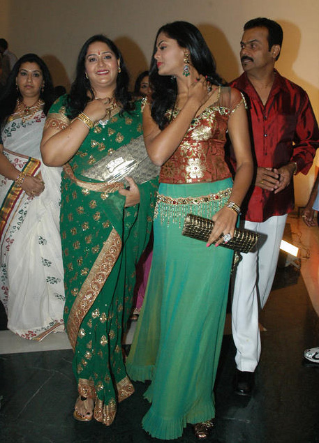 Actress Radha Family http://pics3.imagezone.org/key/old%20actress%20radha%20family%20photos