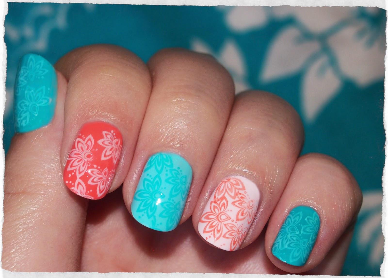 Синий лак на ногтях с чем сочетать