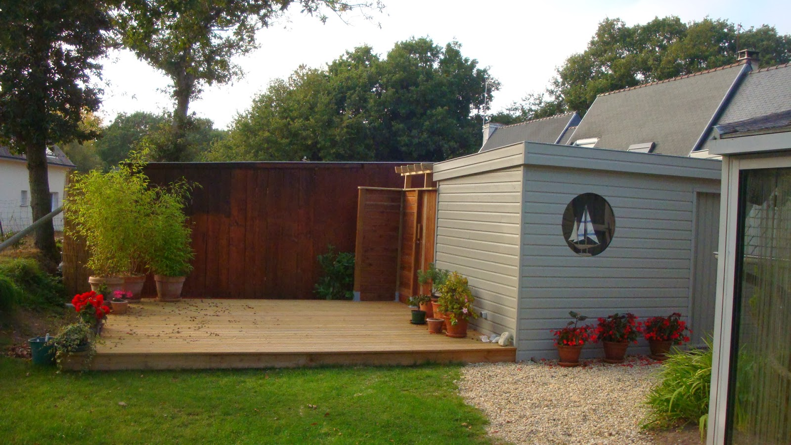 Michel le coz agencement d coration ext rieur car port for Amenagement jardin avec terrasse