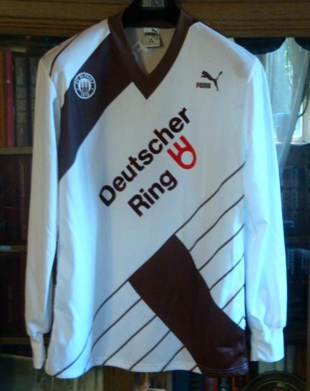 Camisas do St. Pauli ao longo dos anos.
