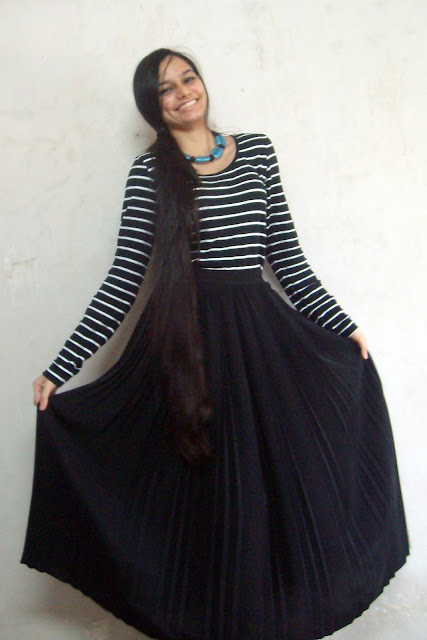 maxi skirt, striped tshirt, pleated maxi skirt, black maxi skirt, classy indian outfit, fashion blogger, H&M stripe tee, H&M tshirt, vintage skirts
