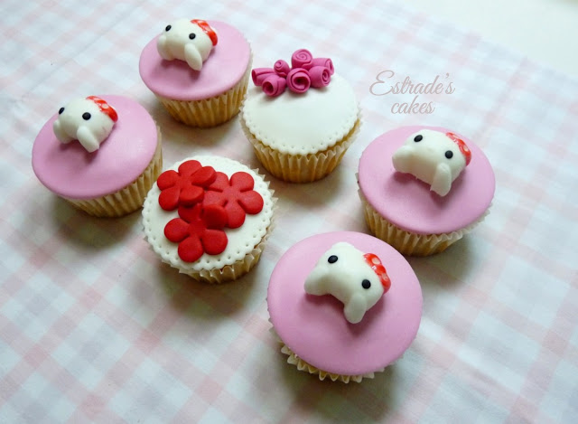 cupcakes de Hello Kitty con fondant - 3