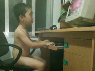 Smešna slika: Kinesko dete golo sa računarom