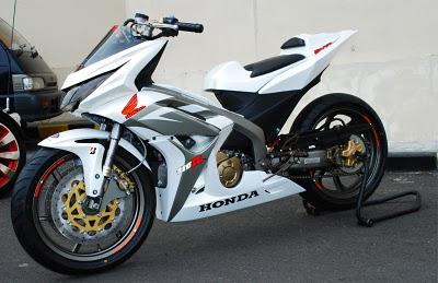 Foto Modifikasi Motor Honda Blade Extreme 2011.jpg