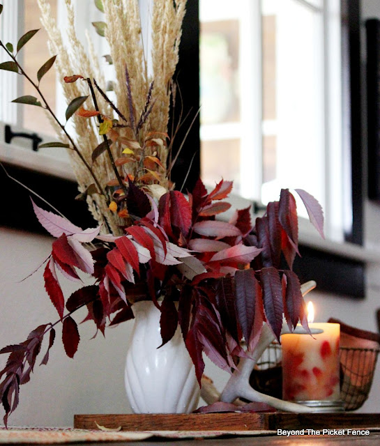fall, decor, natural, fall leaves, antler, http://bec4-beyondthepicketfence.blogspot.com/2015/09/ushering-in-autumn-bit-by-bit.html