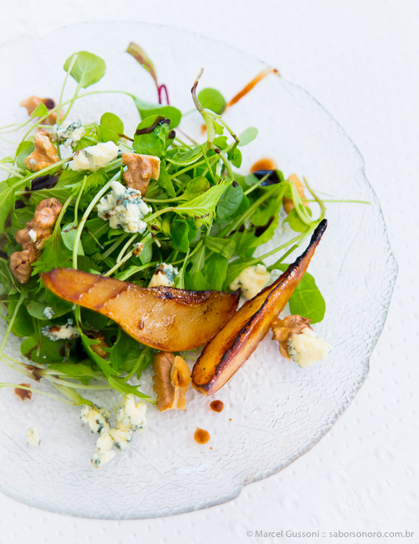salada pera gorgonzola