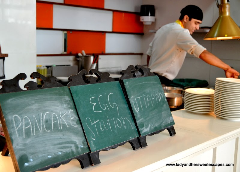 live cooking station at Hotel Ibis Delhi Airport