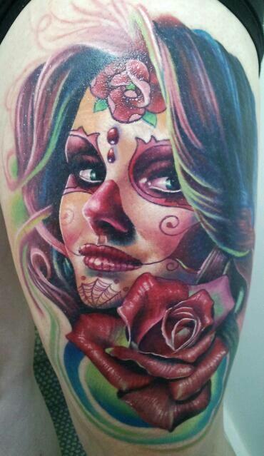 Podemos optar por escoger tatuajes de catrinas para brazos por ser una zona muy llamativa y que puedes lucirte con un tatuaje vistoso y original,