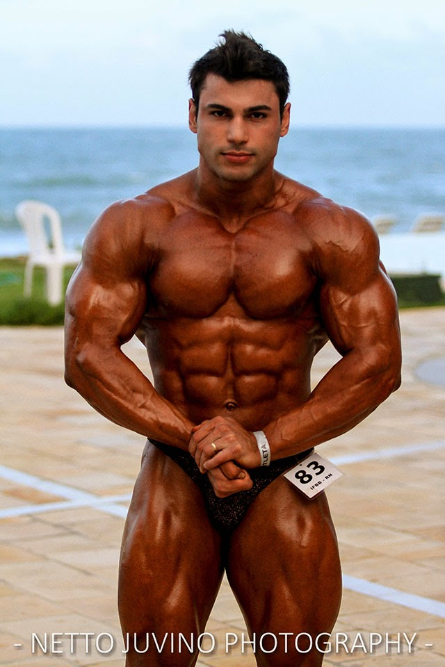 William Soares mostra o shape nos bastidores do Campeonato Estreantes 2015 da IFBB-RN. Foto: Netto Juvino