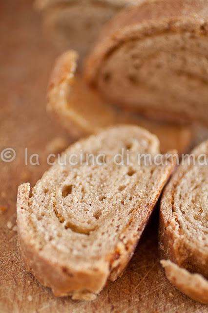 pane all'aceto balsamico e parmigiano con lievito madre