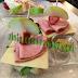 Tartine al prosciutto, fragole e mela verde